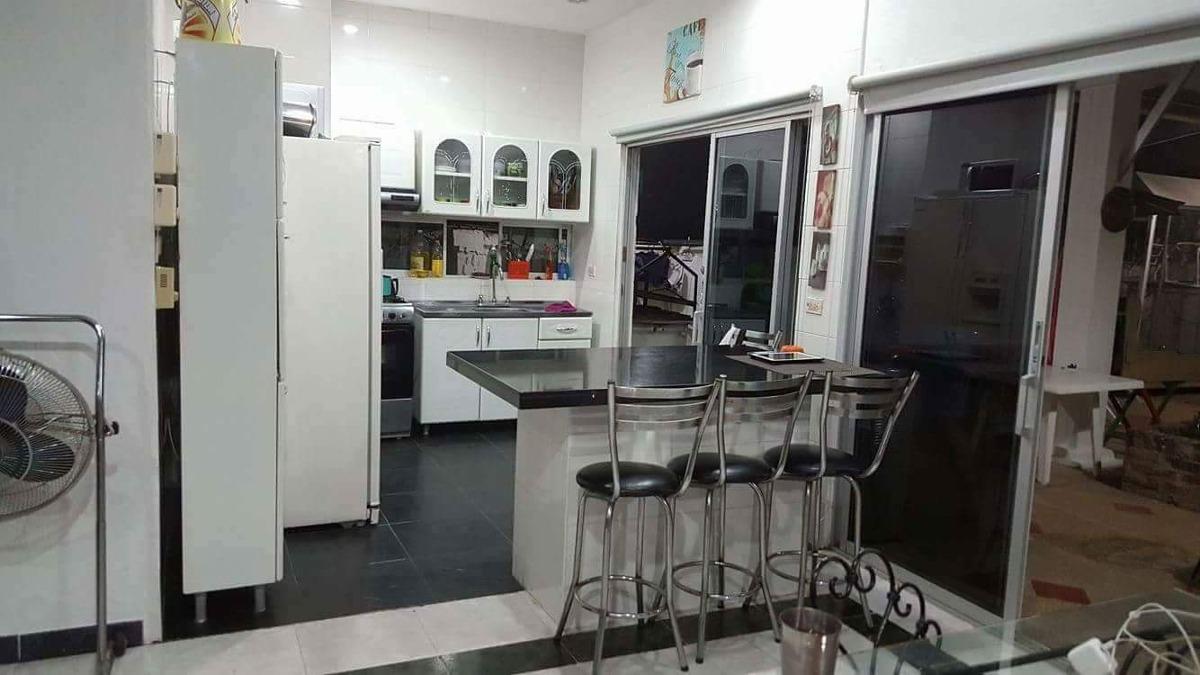 casa de 3 habitaciones sala comedor cocina tipo americano