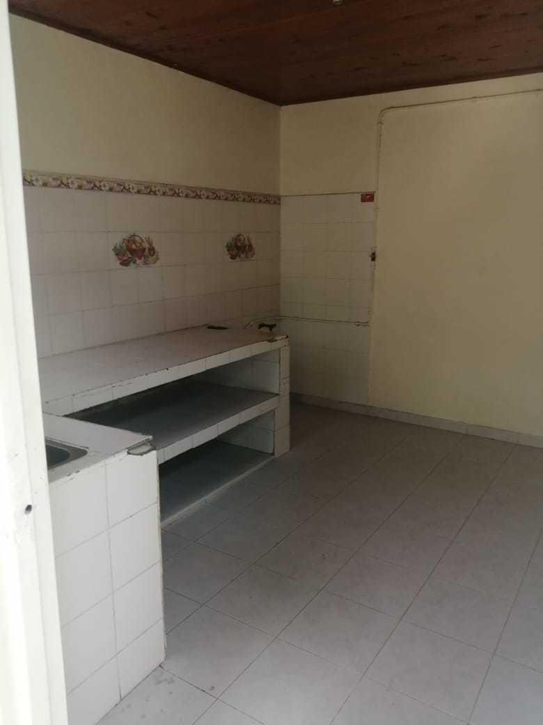casa de 3 habitaciones,1 baño,cocina, sala comedor y patio