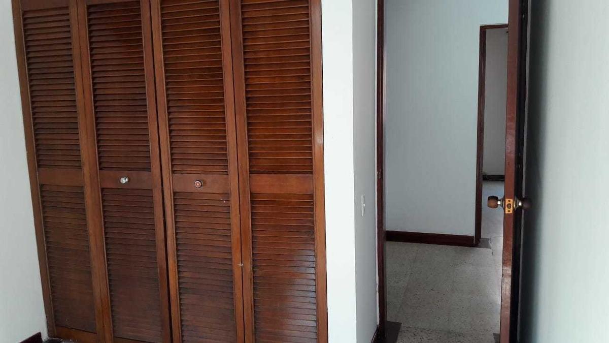 casa de 3 niveles, 4 habitaciones, 4 baños cocina integral