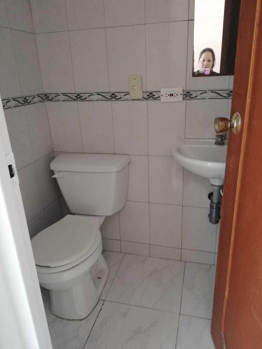 casa de 3 niveles cocina integral baño y 2 alcobas