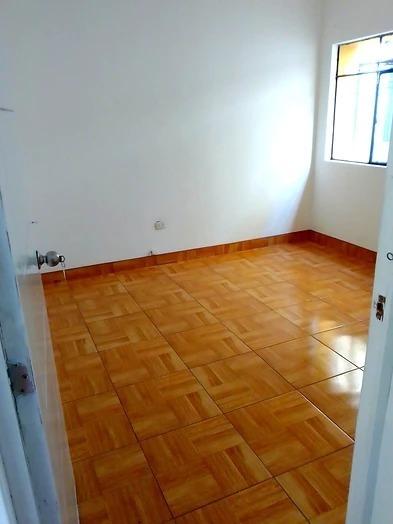 casa de 3 niveles con tienda, 7 cuartos y 3 baños