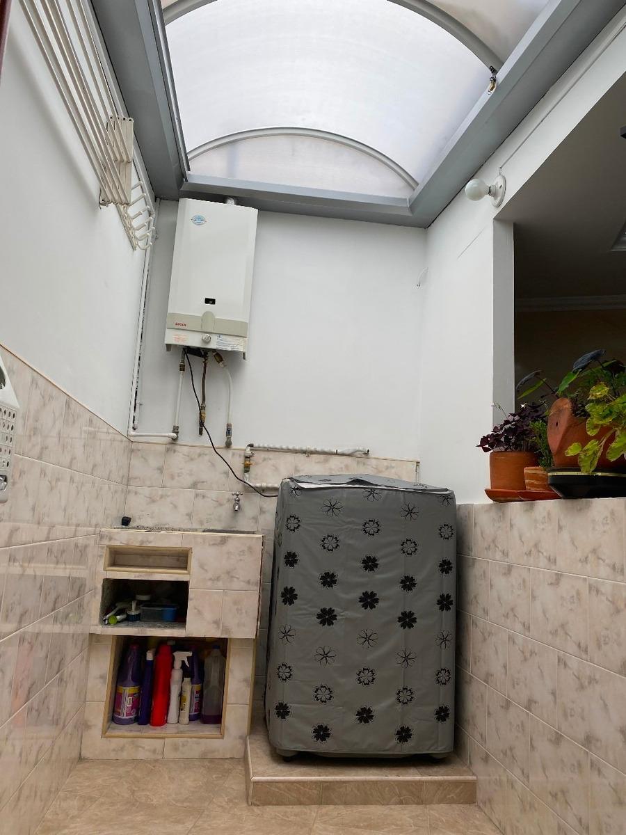 casa de 3 niveles en excelente condicion