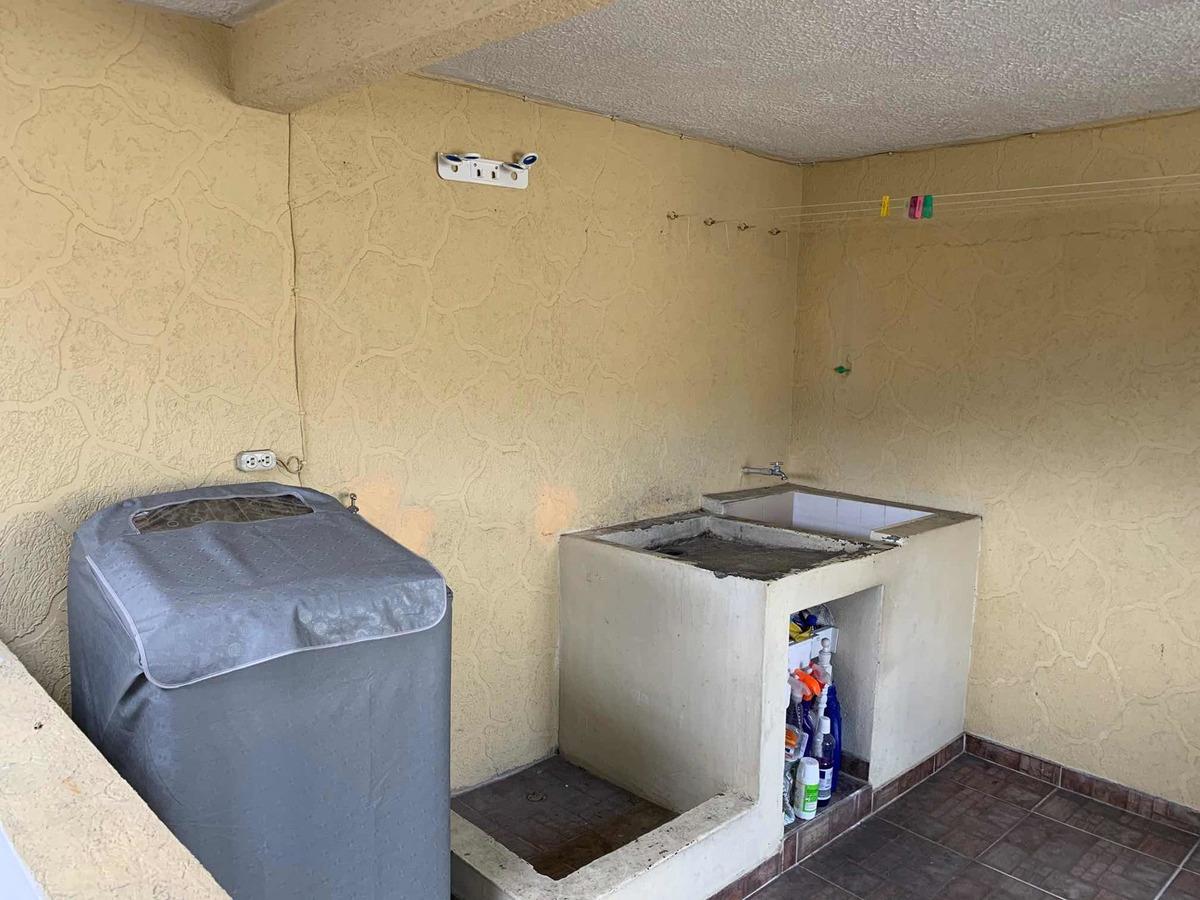 casa de 3 pisos , 3 habitaciones ,dos baños y medios , garaj