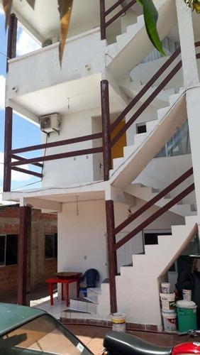 casa de 3 pisos  8 habitaciones y restaurante