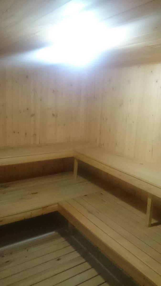 casa de 3 pisos con 2 baños
