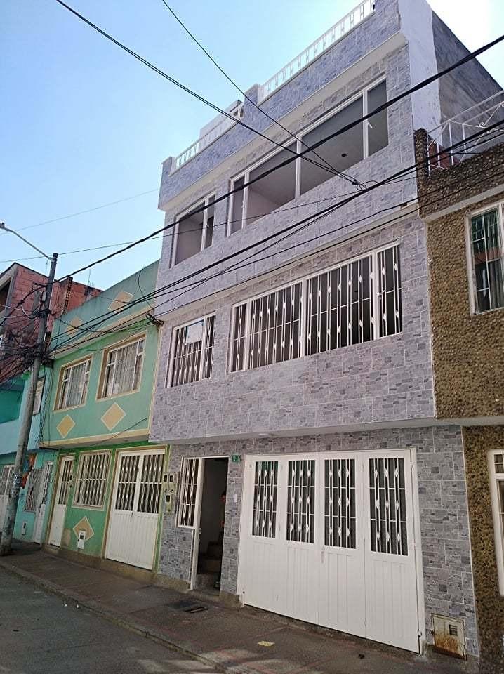 casa  de 3 pisos con apartamentos independientes