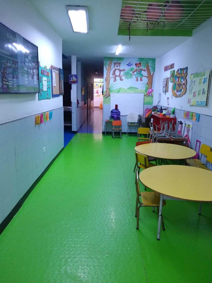 casa de 3 pisos con o sin jardín infantil de 35 años