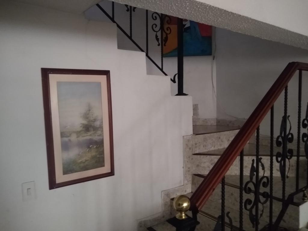 casa de 3 pisos en castilla bogotá
