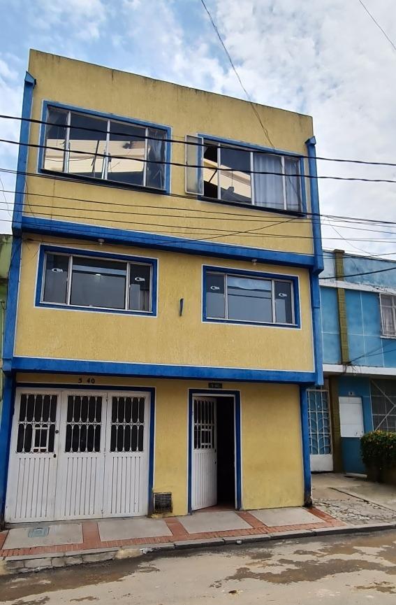casa de 3 pisos en oferta centralísima industria