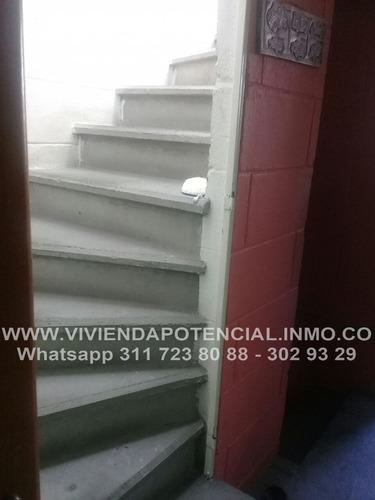 casa de 3 pisos en  unidad cerrada 71m2