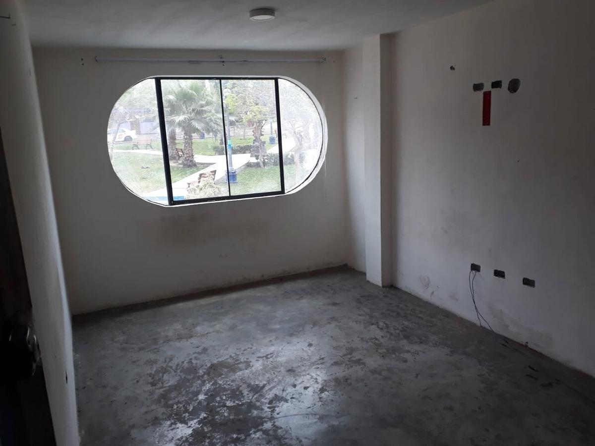 casa de 3 pisos frente al parque - ventanilla , angamos