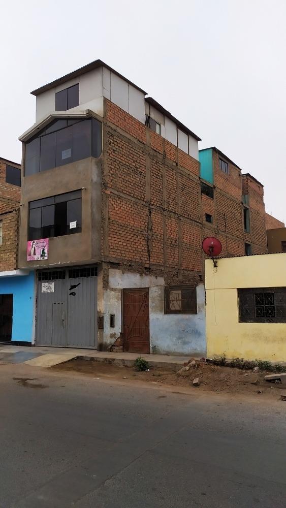 casa de 3 pisos, y 1 semiconstruido