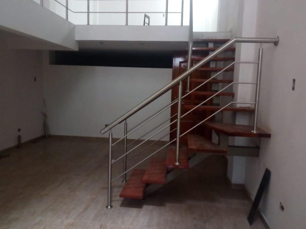 casa de 3 pisos y dos baños