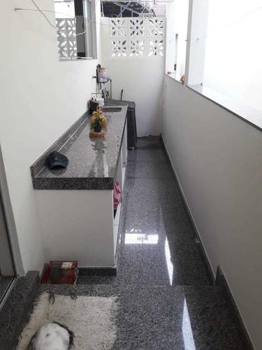 casa de 3 quartos, 2 banheiros, sala, cozinha..