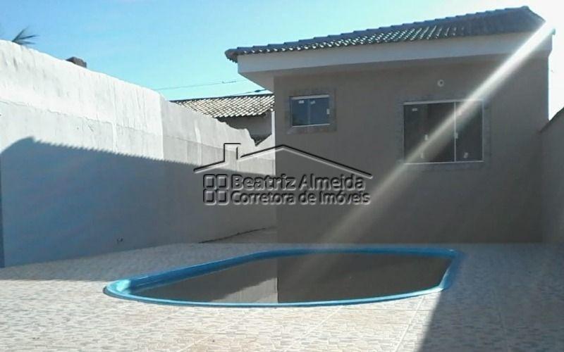 casa de 3 quartos, sendo uma suíte, com área de lazer com piscina com deck