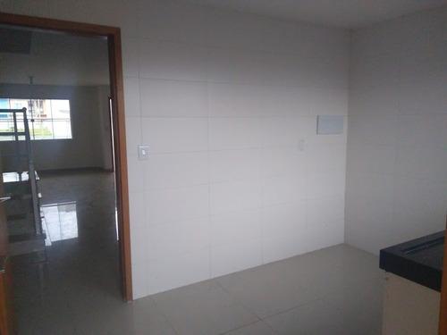 casa de 3 quartos, sendo uma suíte e duas vagas garagem