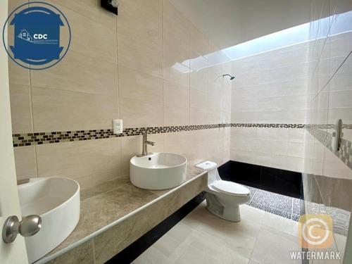 casa de 3 recamaras, 2.5 baños, equipada