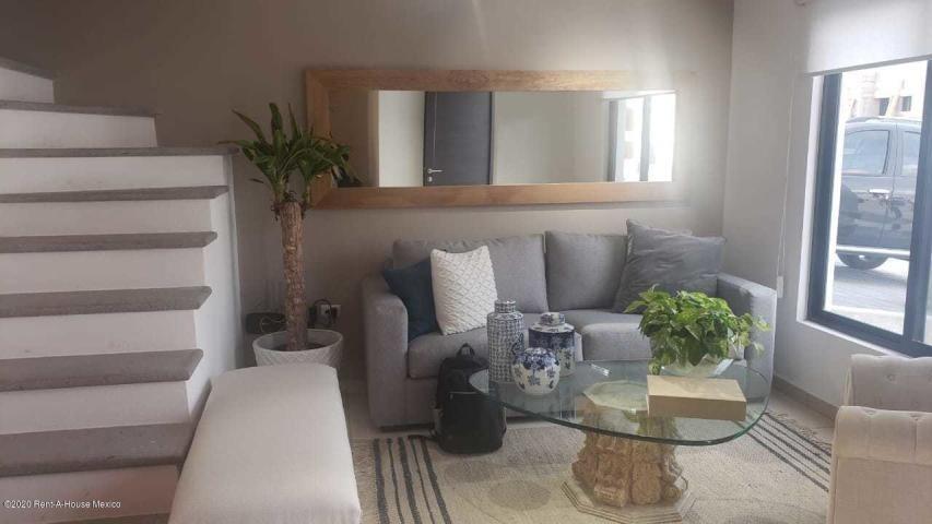 casa de 3 recámaras en venta en san isidro juriquilla sr