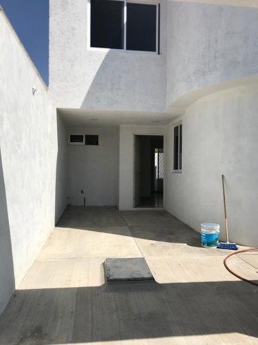 casa de 3 recamaras, incluye cocineta,cisterna y tanque esta