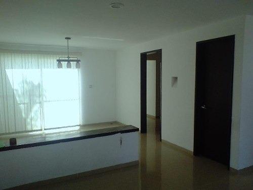 casa de 3 recamas c/closets, 3 baños, cocina, estacionamient