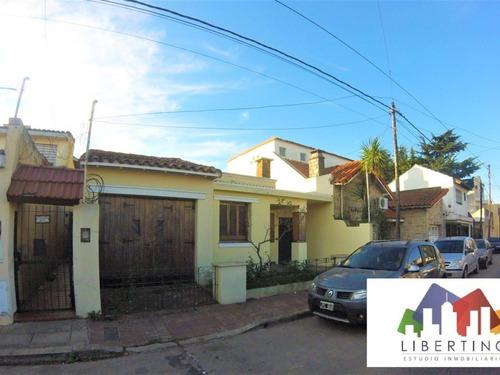 casa de 4 amb, lote 8,66 x 36 // villa sarmiento // venta
