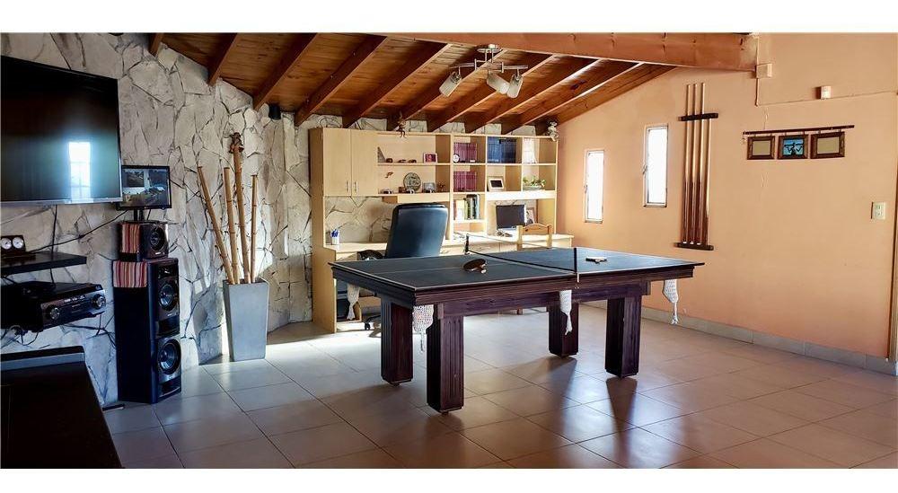 casa de 4 ambientes. 2 cocheras + pileta + patio