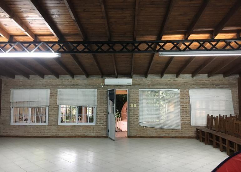 casa de 4 ambientes cochera parque y salón cañuelas urbano