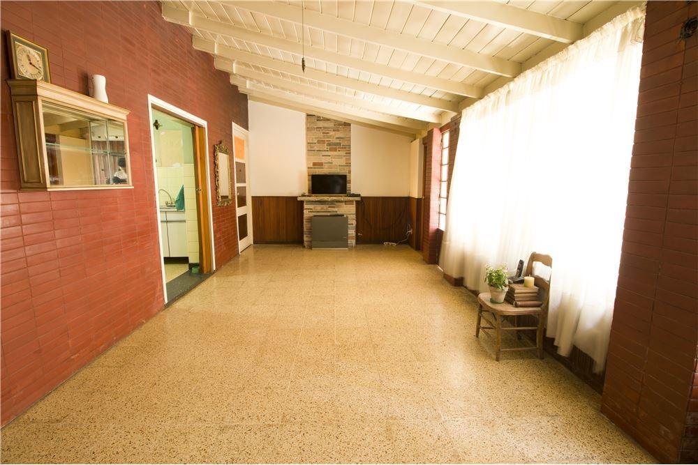 casa de 4 ambientes con cochera y parque
