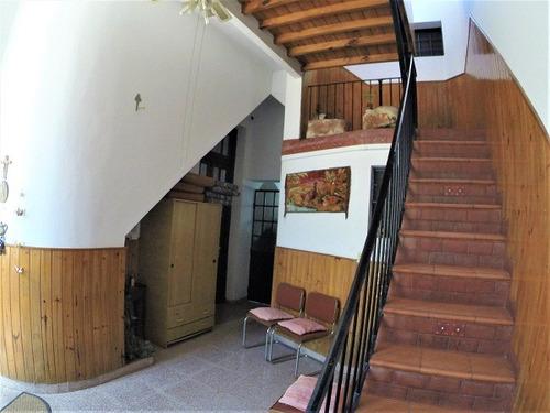 casa de 4 ambientes con dependencias
