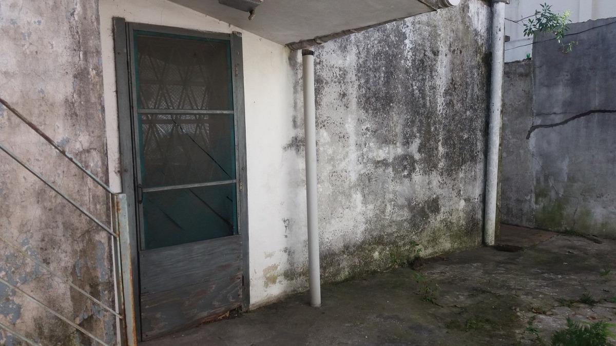 casa de 4 ambientes con dos baños y garaje