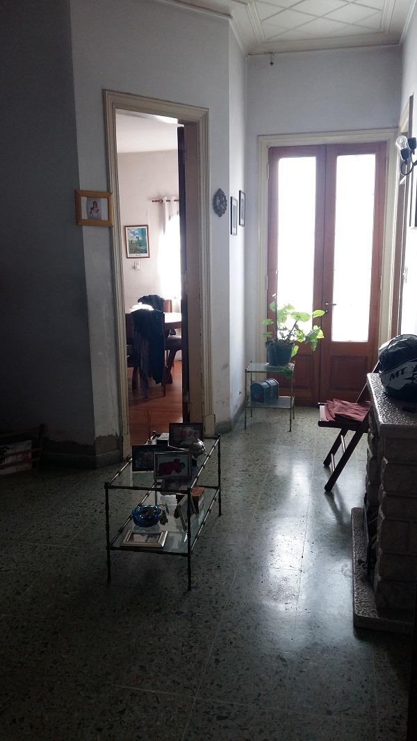 casa de 4 ambientes en 2 plantas sobre lote propio.