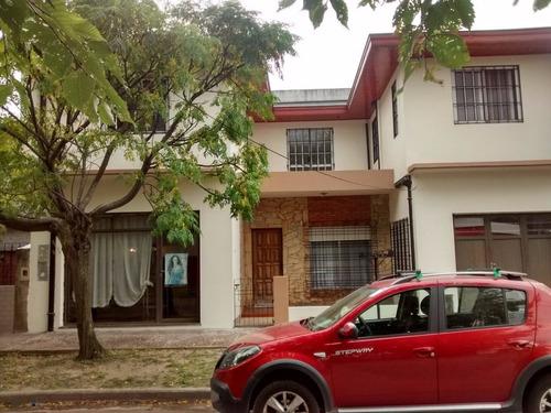 casa de +4 ambientes en berazategui- f. iha