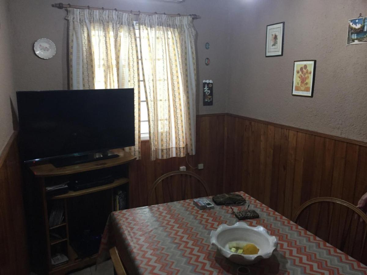 casa de 4 ambientes en lomas de zamora.