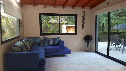 casa de 4 ambientes en lote propio!
