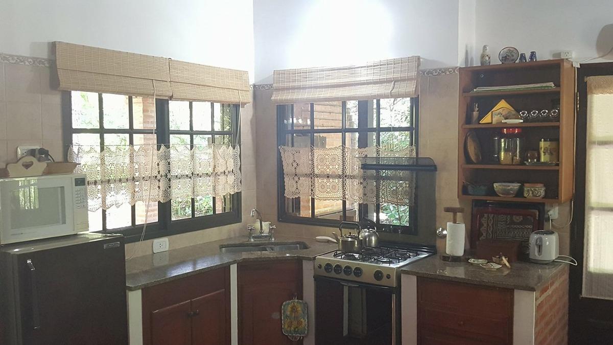 casa de 4 ambientes, en lote propio!