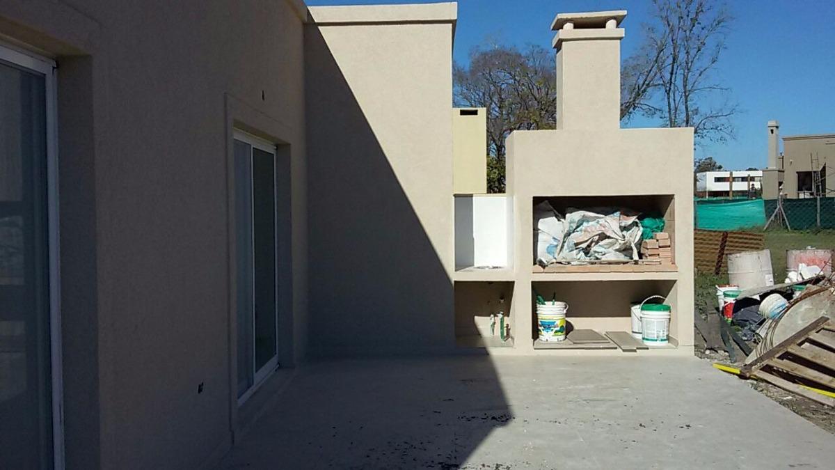 casa de 4 ambientes en pilar del este. bª santa guadalupe.-