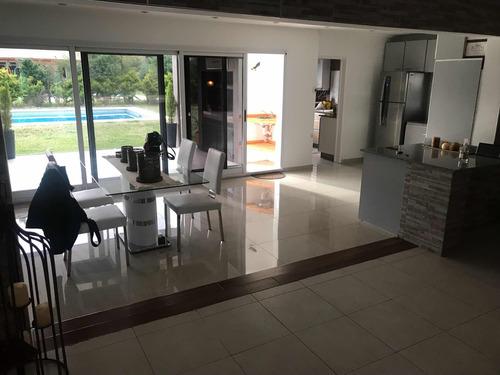 casa de 4 ambientes y 3 baños