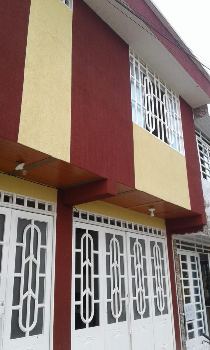 casa de 4 apartamentos con 8 alcobas, 5 baños y 4 cocinas