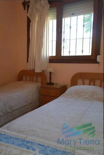 casa de 4 dormitorios con piscina en alquiler en brava, punta del este.-ref:1635