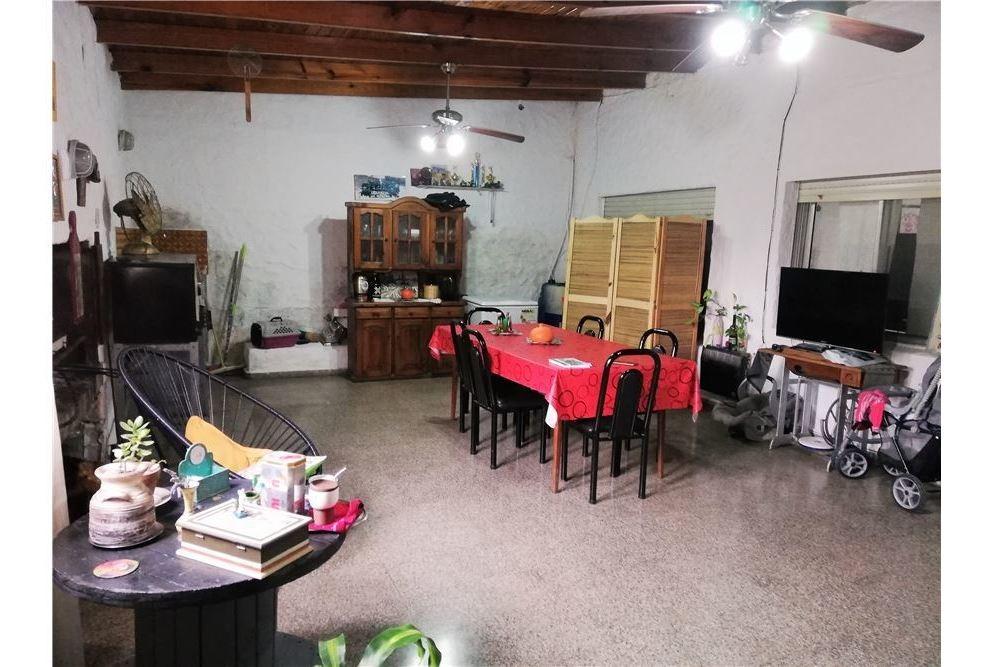 casa de 4 dormitorios y un local en venta-berisso