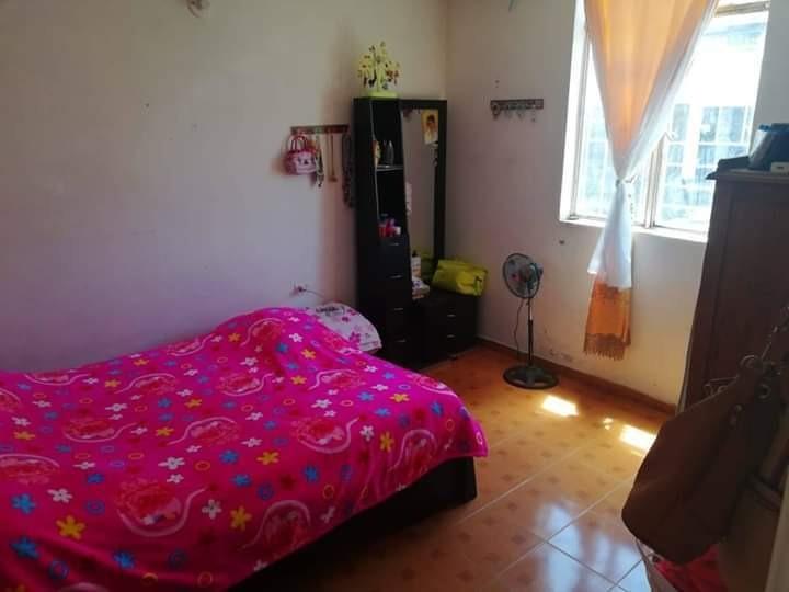 casa de 4 habitaciones, 2 baños, amplia