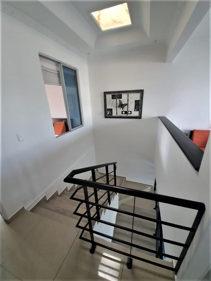 casa de 4 habitaciones, 3 baños, 9 ambientes
