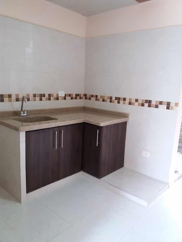 casa de 4 habitaciones , 3 baños , sala comedor y cocina