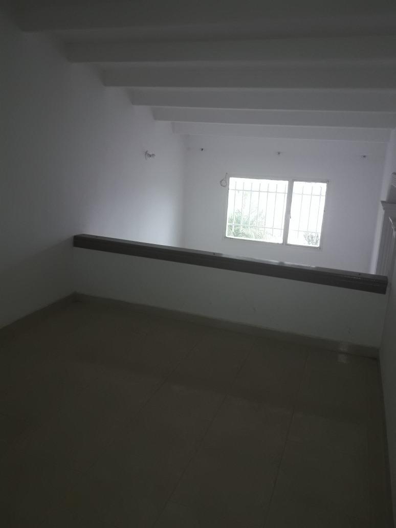 casa de 4 habitaciones dos baños sala comedor estudio