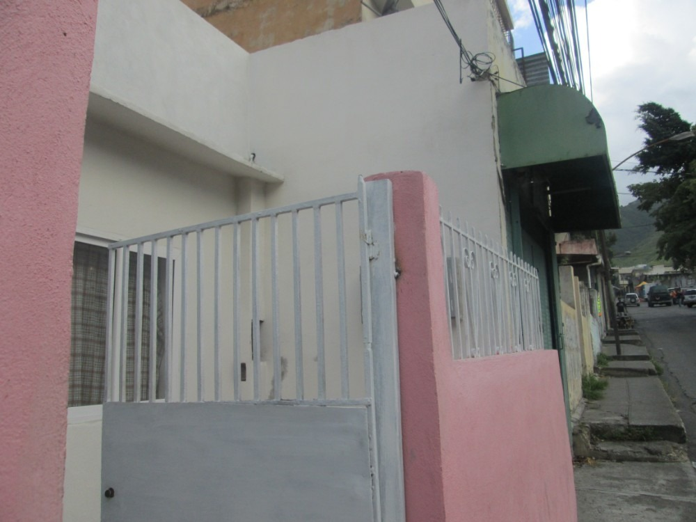 casa de 4 habitaciones y 3 baños, gran potencial comercial