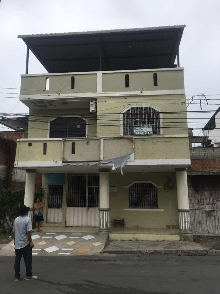 casa de 4 habitaciones y 5 baños