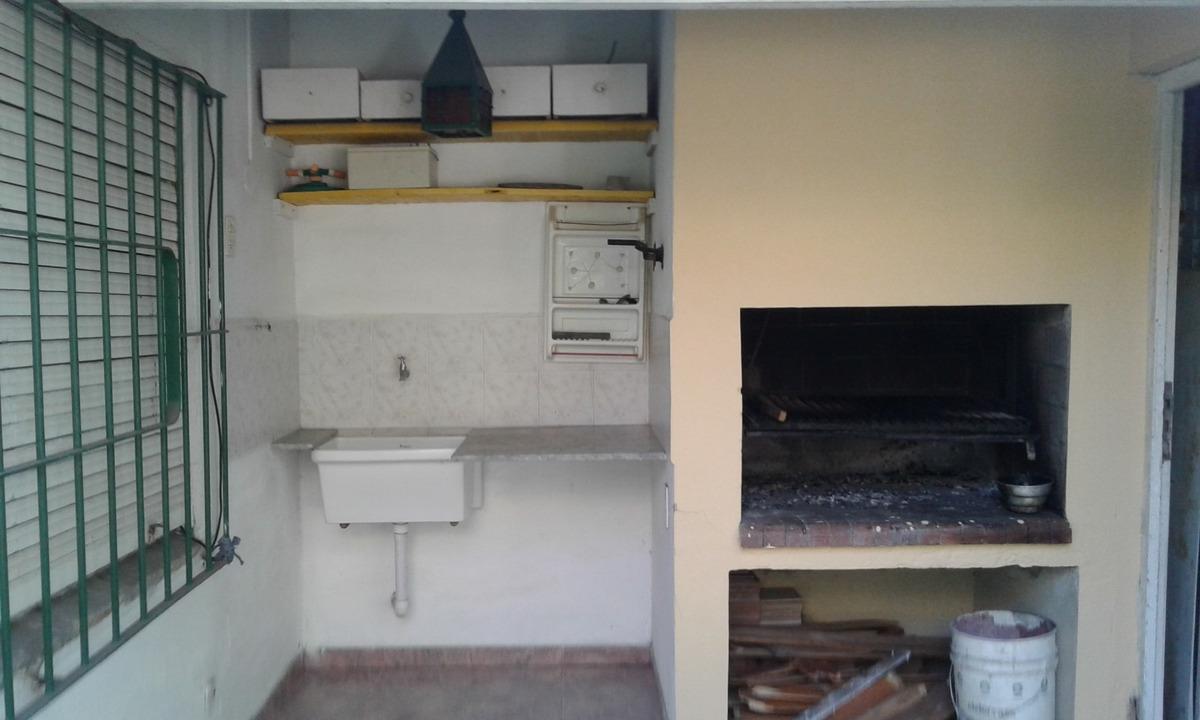 casa de 4 hambientes con dos baños