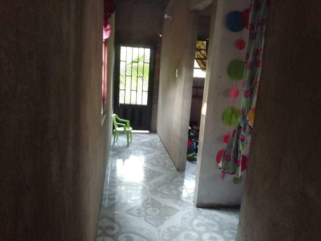 casa de 4 piezas, piso,cosína y baño enchapado, escrituras