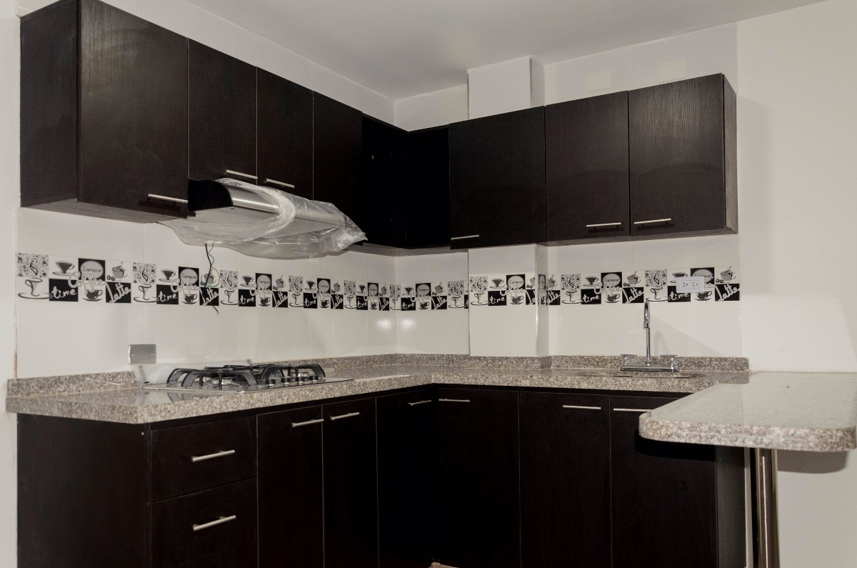 casa de 4 pisos, 3 apartamentos + terraza para estrenar