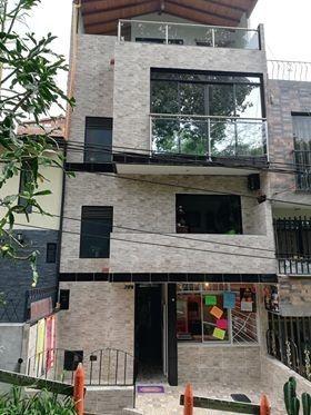 casa de 4 pisos, acabados de lujo $390 negociables